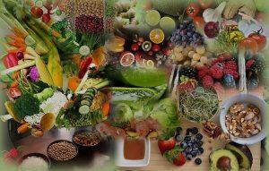 מזונות בריאים לדיאטת אנטי אייג'ינג. תמונה של מזונות בראים ירקות, פירות, קטניות, דגנים, שורשים, נבטים.