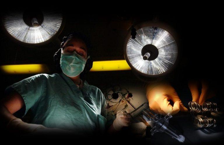 מיגרש טיפולי היופי ניתוחים והזרקות. תמונה בחדר ניתוח.