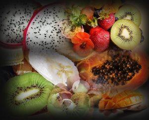 תמונה של סופר פוד מזונות על פירות אקזוטיים ליצי', מנגו, בננה, תות, פיטאיה, קווי, מנגו פפאיה, לדיאטת אנטי אייג'ינג.