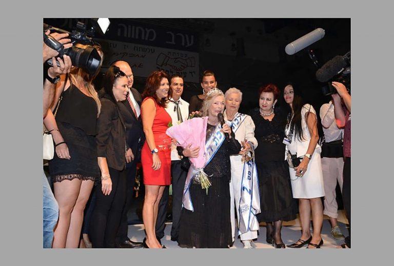 תחרות מלכת היופי ניצולות השואה 2013 הזוכה בתואר מלכת היופי היא שושנה קולמר בת 93 מחיפה. תמונה מההכתרה